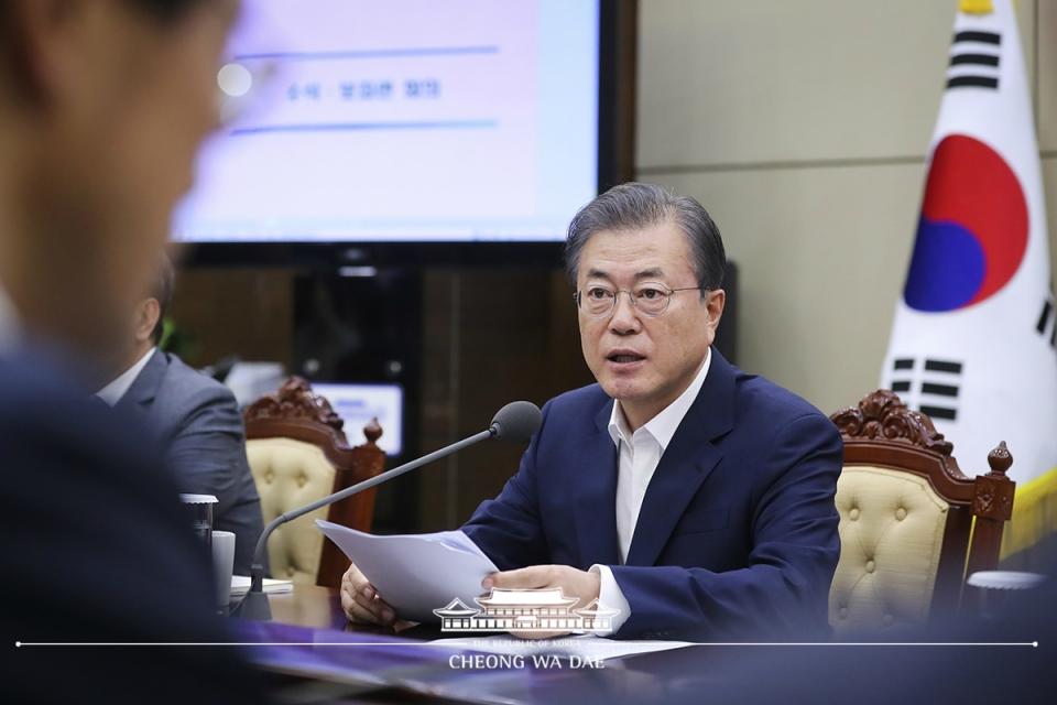 ▲ 국내 관광 활성화 정책 주문한 문재인 대통령 (출처=청와대)