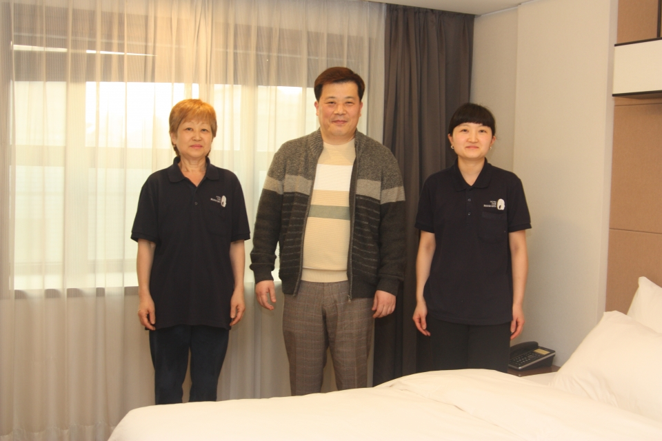 ▲ 어거스트HM 박재호 대표와 파견 근로자