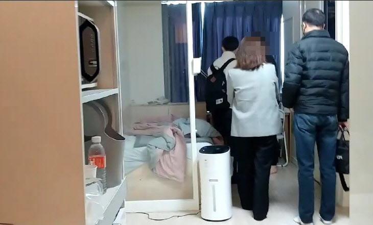 ▲ 부산경찰청 관광경찰대가 불법공유숙박시설을 단속하고 있다. (제공=부산지방경찰청)