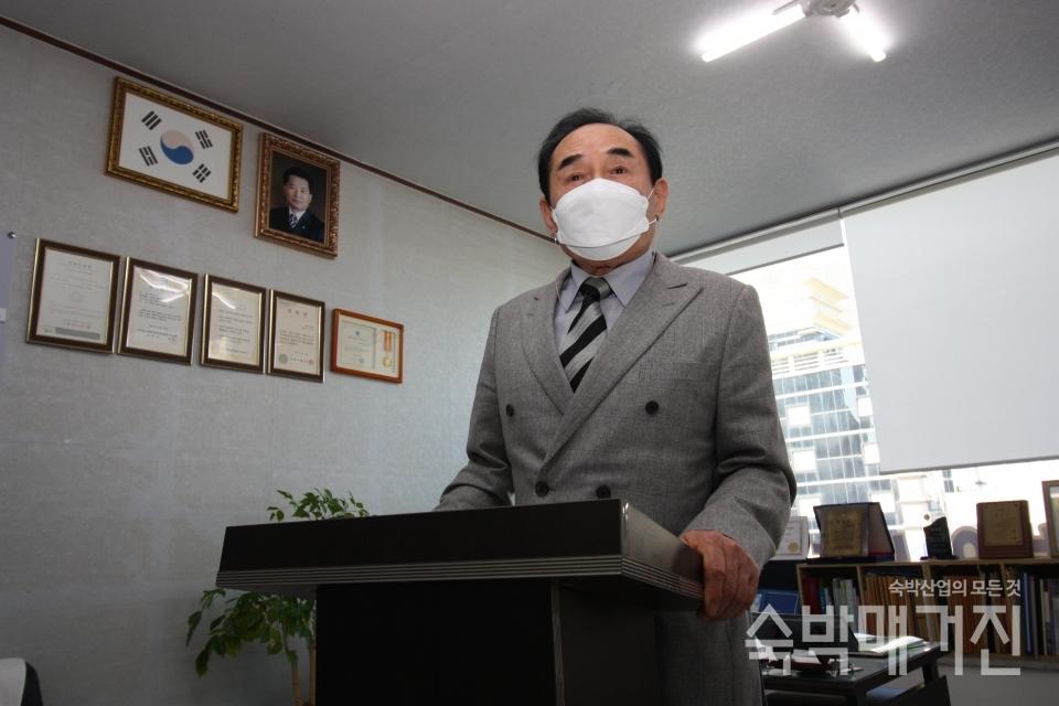 ▲ 오두수 지회장은 인사말을 통해 코로나19로 어려운 회원들을 위로했다.