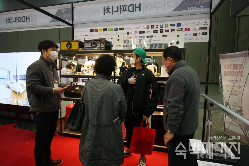 ▲ 윈텍은 HD퍼니처 부스 내부에 전시관을 마련하고 다양한 신제품을 소개했다.