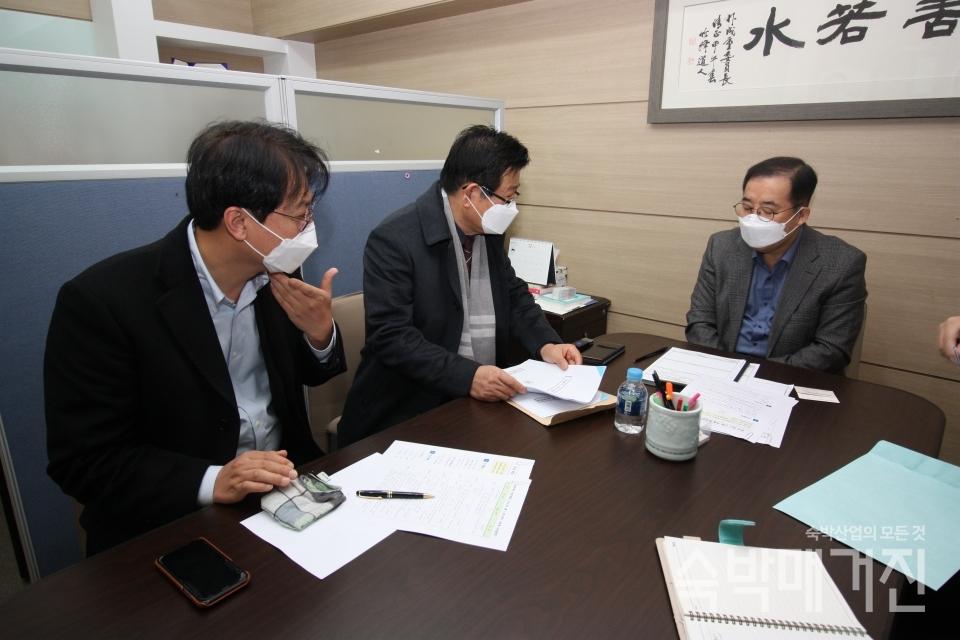 ▲ 관광숙박산업의 주요 현안을 전달하고 있는 정경재 중앙회장